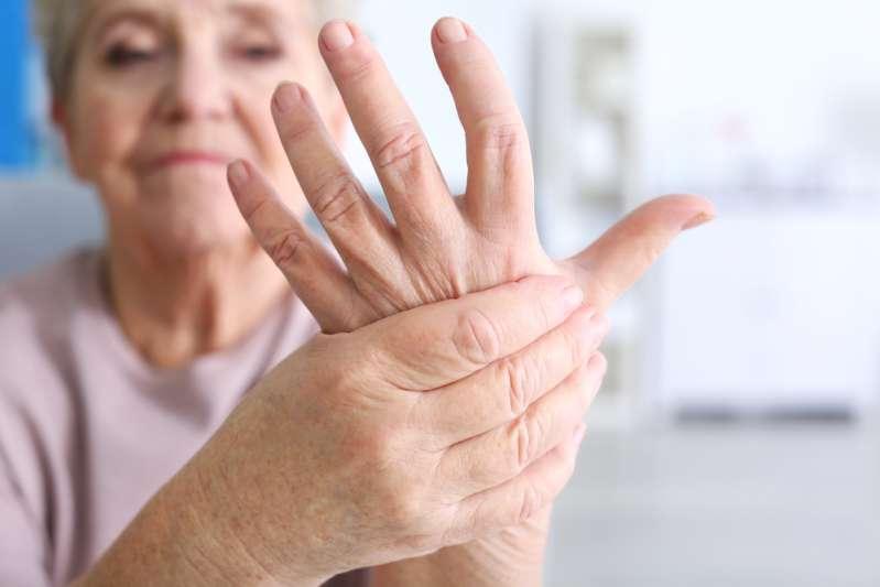 po kritimo skausmą alkūnės sąnario