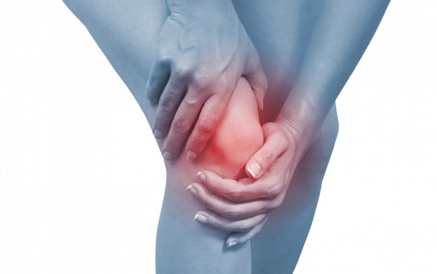 stiprus skausmas didžiuoju pirštu sąnario