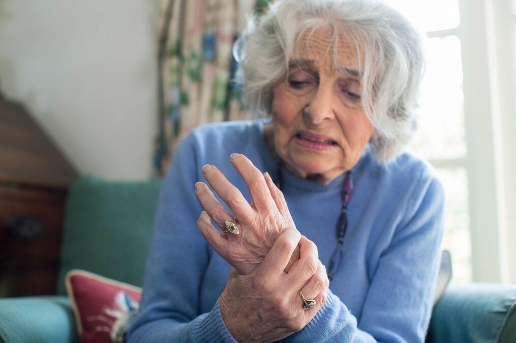 skausmas alkūnės sąnario rankas