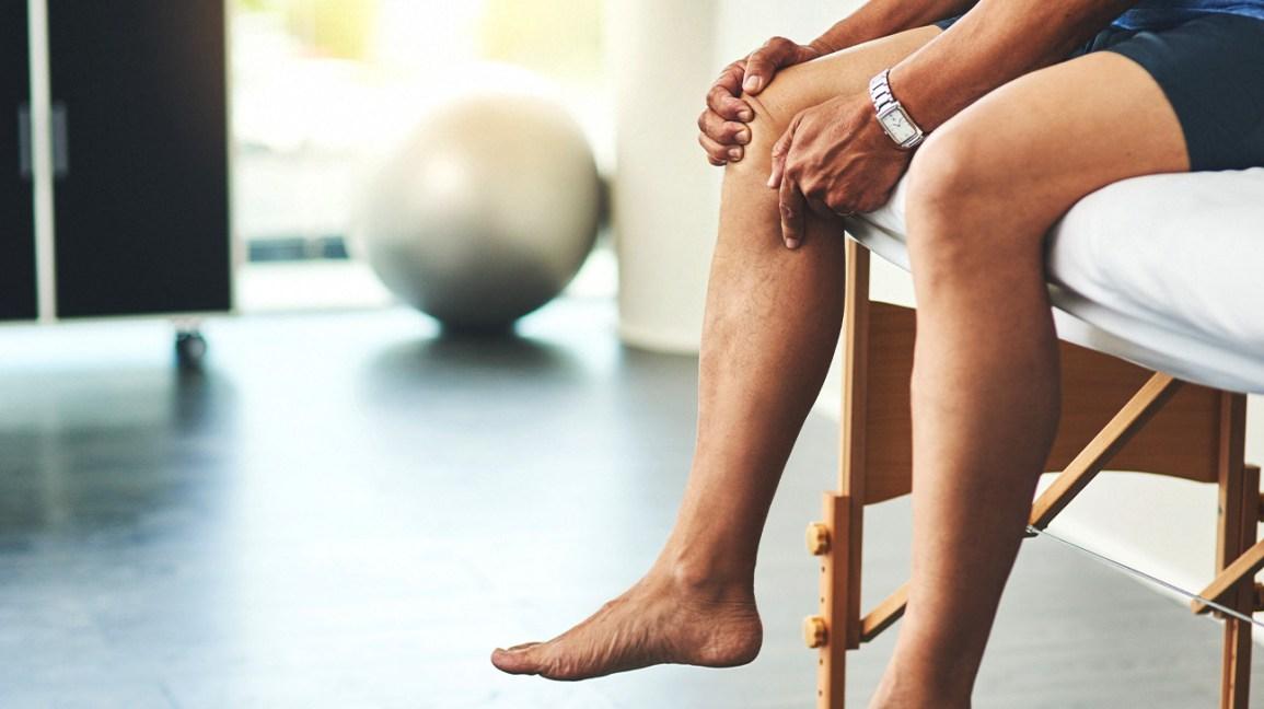 swollen painful joints on one side of body įtrūkimai į priežastis ir gydymą sąnarių