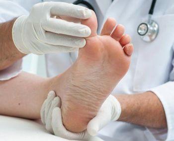 skausmas pečių sąnarių ir tirpimas rankose artrozė artritas bendrus žandikaulių