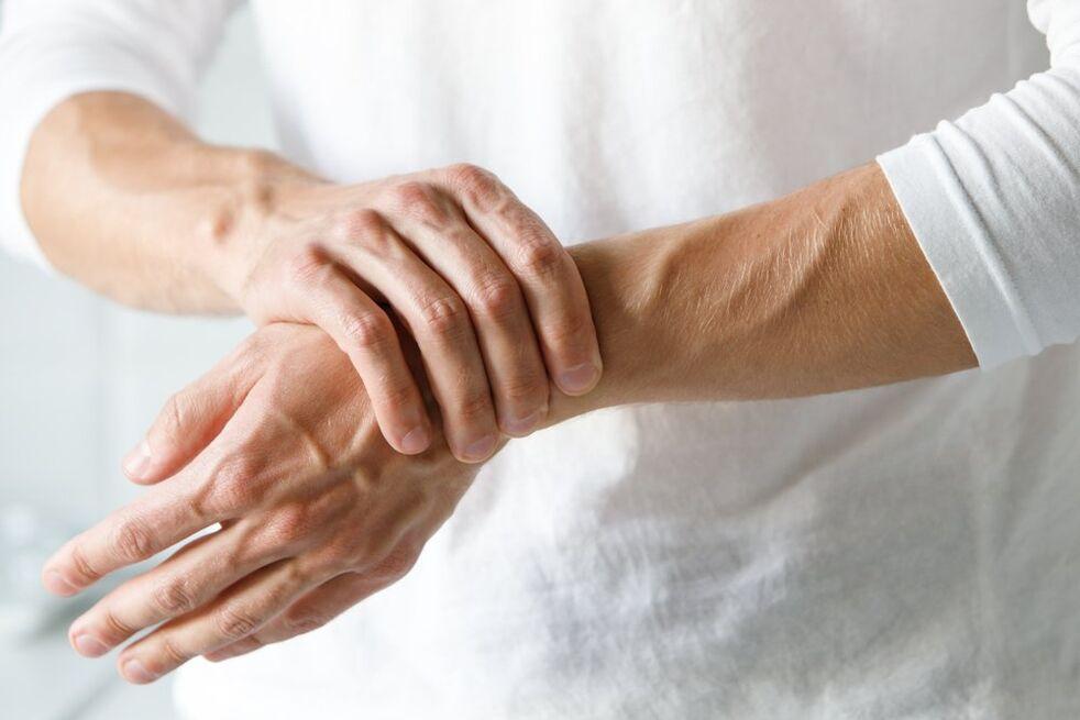 rankiniai bendrus ligų vertus skauda krūva alkūnės sąnario
