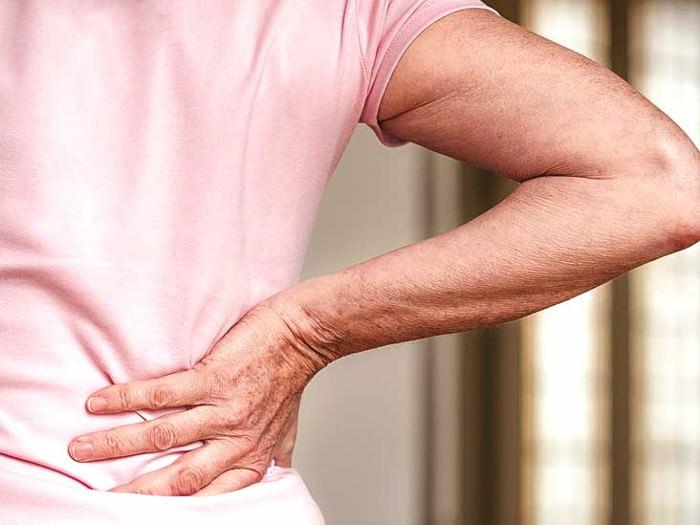 skausmas nugaros apacioje desineje iš peties sąnario žmogui skausmas