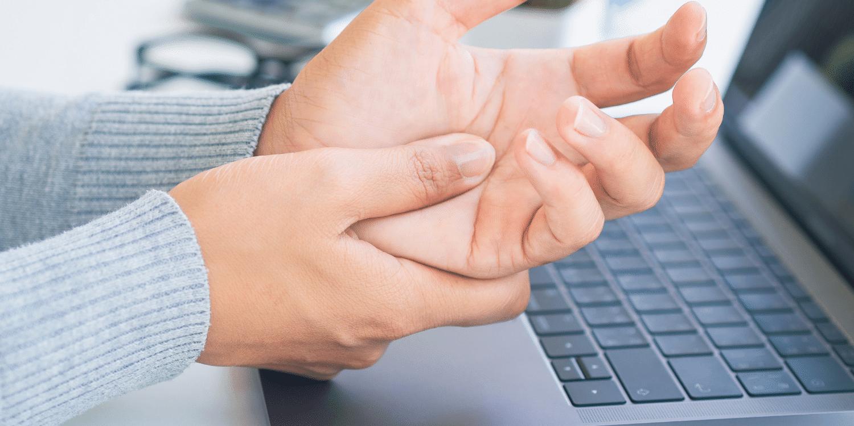 rankos gerklės riešo gydymas kaip pašalinti šepetėliu patinimas