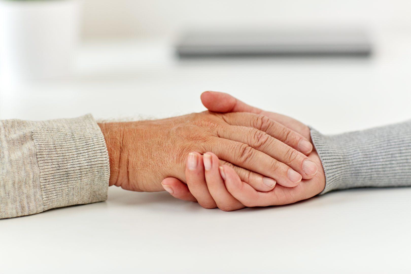 kas yra artritas plaštakų rankas jei sąnariai skauda ryte