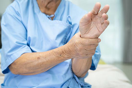 visi raumenys ir sąnariai skauda po menisko operacijos kaupiasi skysciai