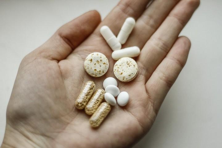 chondroitino ir gliukozamino kartu skausmas abiejų pečių sąnarių priežastys ir gydymas