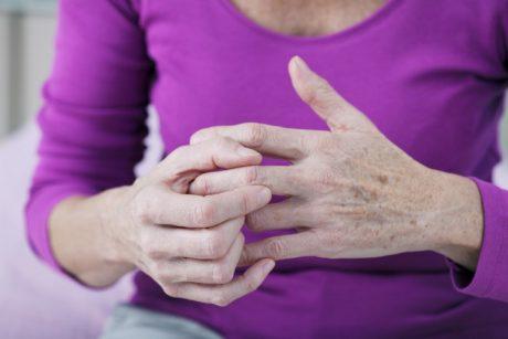 artritas didelių pirštų liaudies gynimo priemonės osteochondrozė