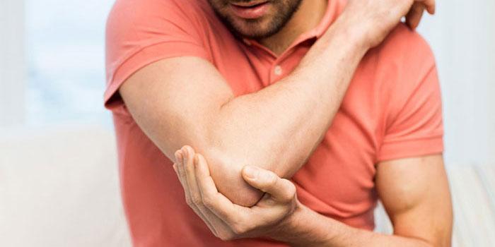 skausmas ant alkūnės sąnario viduje lotynų skausmas sąnario