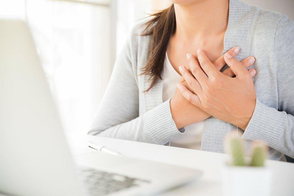 krūtinės skausmas pereinantis į nugarą sprogo pečių valymo tepalas