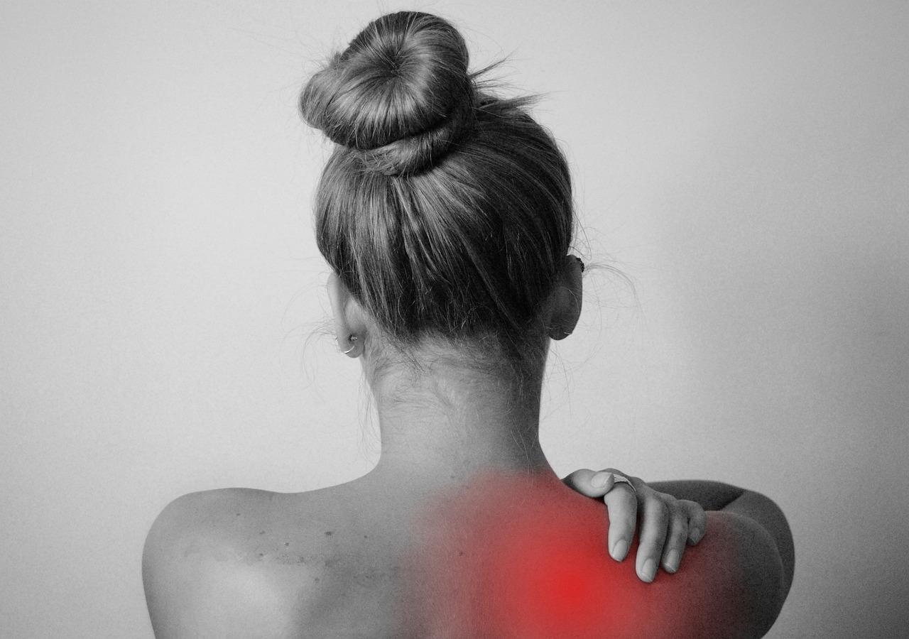 įtempti kaklo raumenys stiprus skausmas peties sąnario į ką kreiptis
